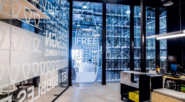 חיפוי קיר זכוכית של שבירו גלאס