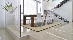 מעקות זכוכית למדרגות בעבודת זכוכית של שבירו גלאס