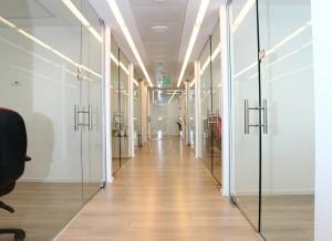 דלתות ווטרינות משרדיות 2