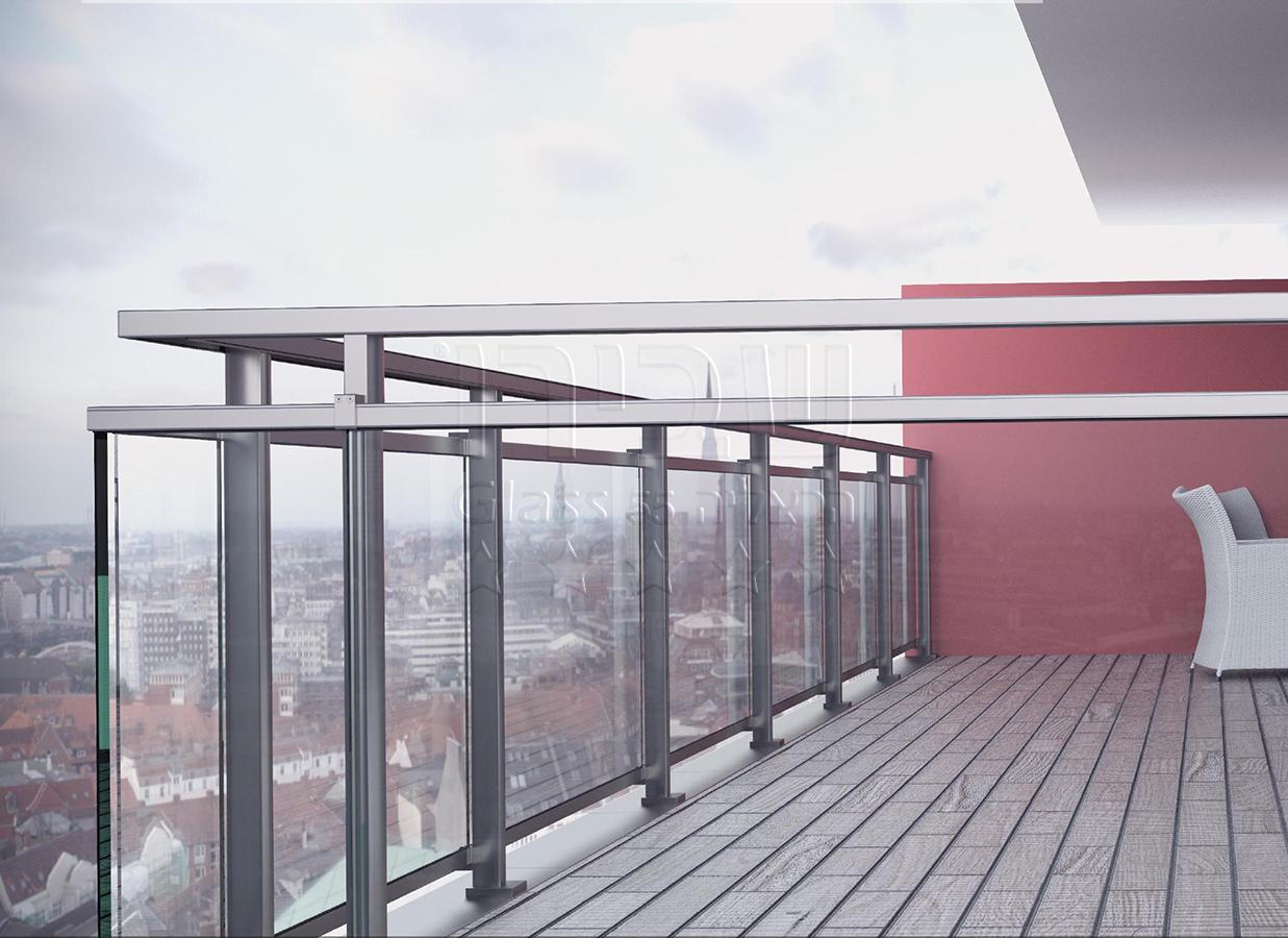 מעקה חוץ מזכוכית למרפסת בעיצוב איטלקי