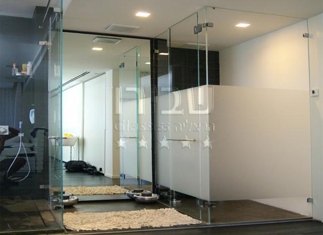 מקלחון רצפה-תקרה