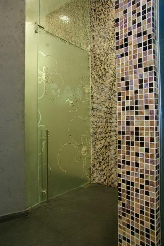 מקלחון זכוכית