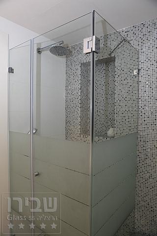 מקלחונים מעוצבים בשילוב זכוכית חלבית