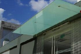 גגות זכוכית וקירות זכוכית
