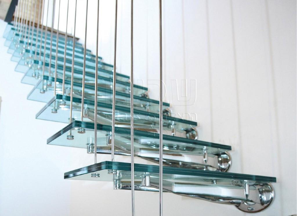 גרם מדרגות מזכוכית בדגם איטלקי תלוי