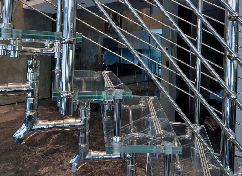 גרם מדרגות זכוכית עם פרזול איטלקי מעוצב 2