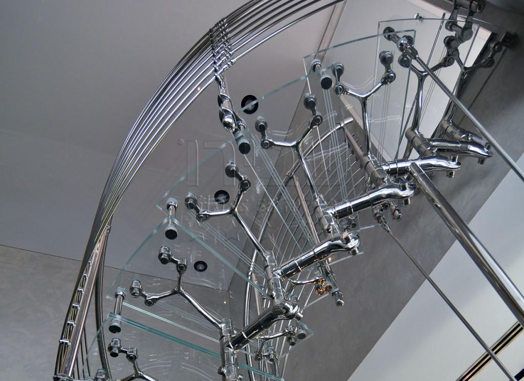 גרמי מדרגות מזכוכית עם פרזול איטלקי מעוצב 3