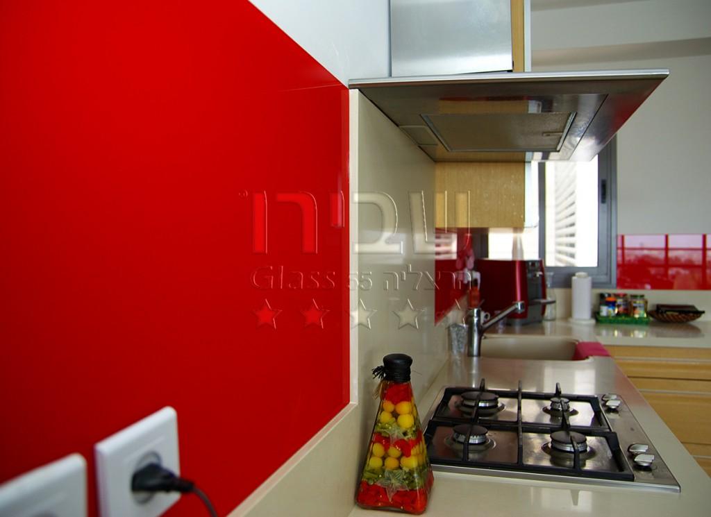 חיפוי זכוכית למטבח בצבע אדום בוהק