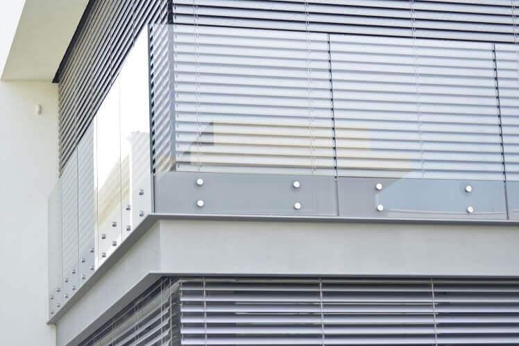 חיפוי זכוכית לקיר חיצוני