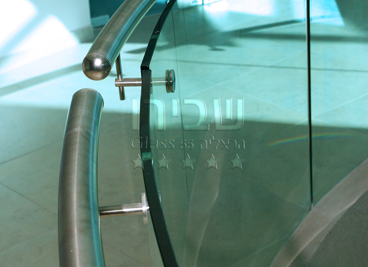 מעקות זכוכית מכופפים למדרגות של שבירו זכוכיות בע''מ