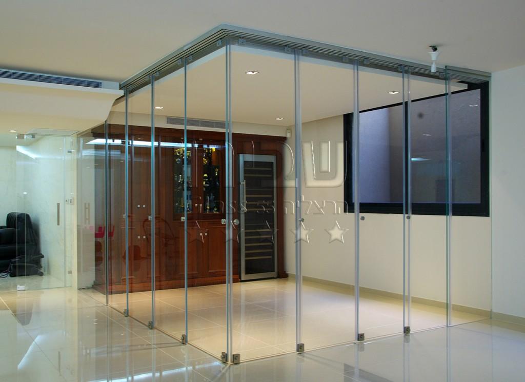 מערכת דלתות זכוכית נאספות מצב סגור