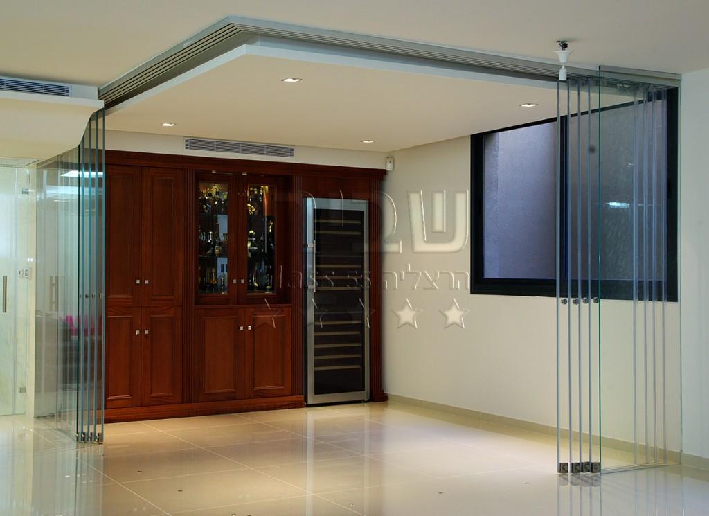 מערכת דלתות זכוכית נאספות מצב פתוח