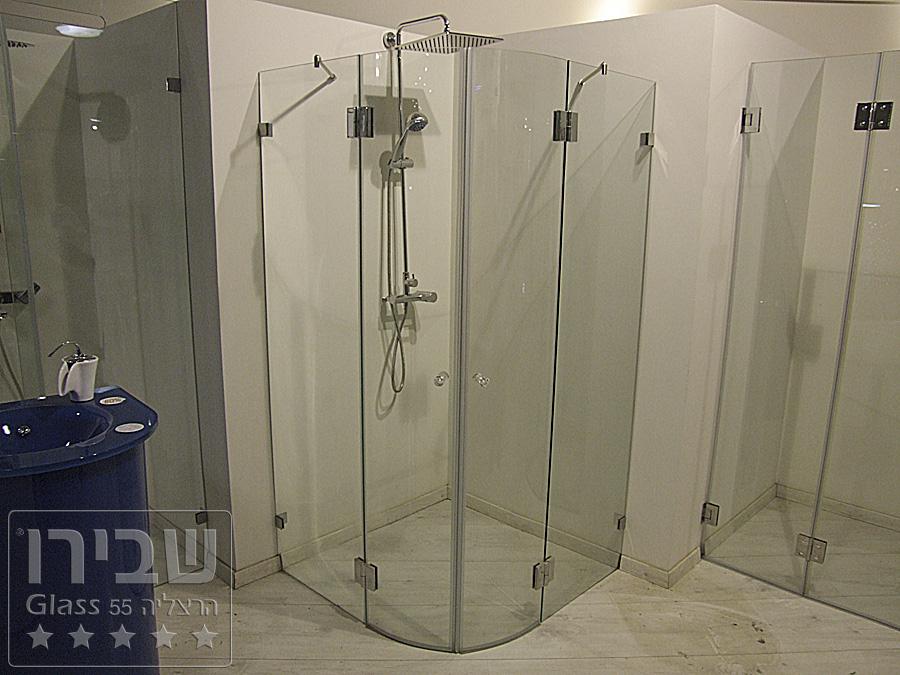 מקלחון פינתי עם פתיחה נוחה