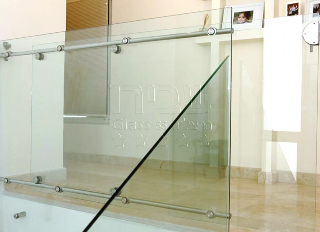מעקה זכוכית מעוצב
