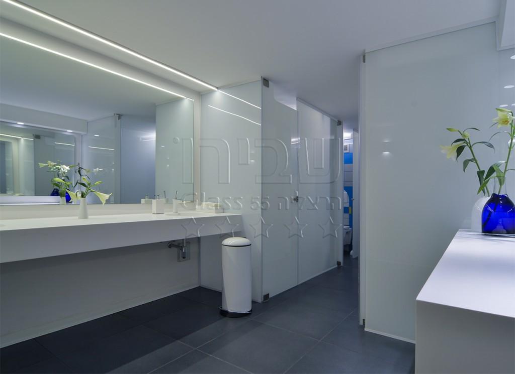 מראות מזכוכית לתאי שירותים