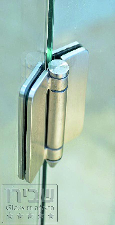 מעקות זכוכית לבריכה עם חיזוק בין הפלטות