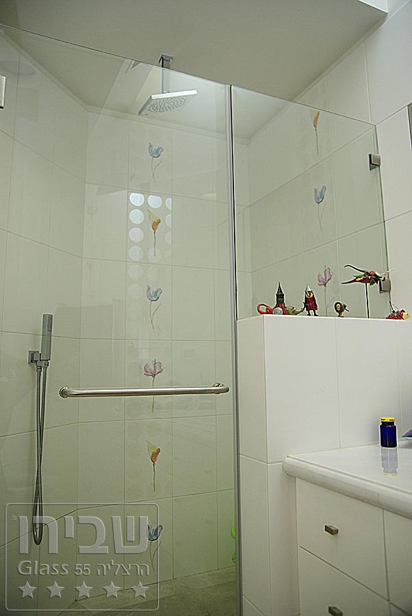 מקלחון גבוהה מזכוכית