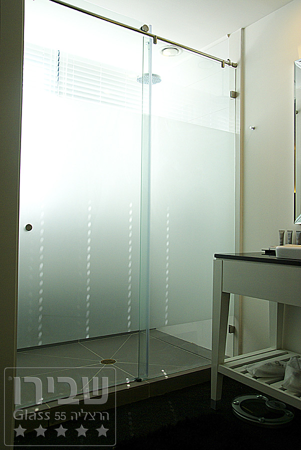 מקלחון ענק מזכוכית מעוצבות
