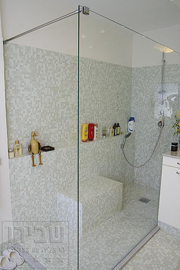 עיצוב מקלחונים עם הזזה וזכוכית שקופה