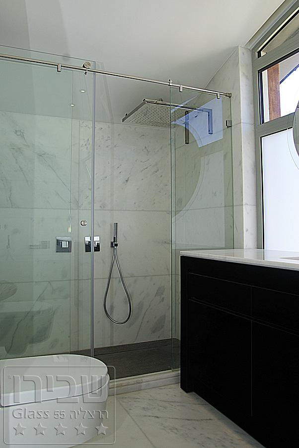 מקלחון זכוכית עם גימור מקצועי