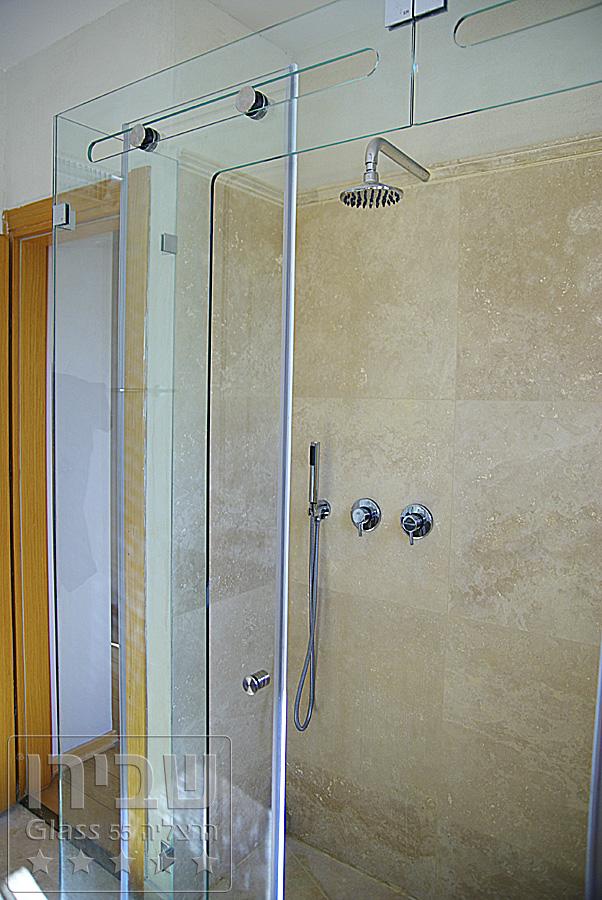 עיצוב מקלחונים עם הדפס על הזכוכית