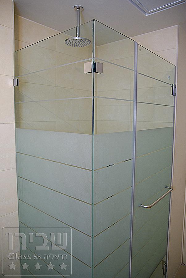 מקלחון מיוחד עם חיפוי צבעוני לזכוכית